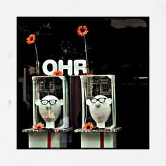 The Bunsen Twins (RadarO´Reilly) Tags: schaufenster storewindow displaywindow displaydummy puppen schaufensterpuppen puppets hipsta hipstamatic lowy love81 bream