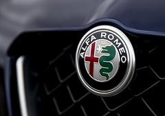 Alfa Romeo Badge (duncan_ireland) Tags: 2018 alfa romeo alfaromeo giulia quadrifoglio giuliaquadrifoglio 2018alfaromeogiuliaquadrifoglio montecarlo blue montecarloblue darkblue metallic