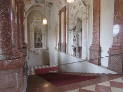 (sftrajan) Tags: kaisertreppe architecture architektur residenz palace munichresidenz münchnerresidenz munich müncher staircase palacio escalera bayern bavaria treppe escalier 階段 κλίμαξ μόναχο ミュンヘン мюнхен дворец 宮殿 alemania palais allemagne germany statue