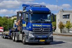 AN64772 (18.08.21, Østhavnsvej, Sumatravej)DSC_8092_Balancer (Lav Ulv) Tags: 258409 portofaarhus østhavnsvej mercedesbenz actros e6 euro6 actros963 actros2645 2014 blue lowloader dieplader tiefauflieger faymonvilletrailer fassicrane container driverklaus blokvogn 6x4 truck truckphoto truckspotter traffic trafik verkehr cabover street road strasse vej commercialvehicles erhvervskøretøjer danmark denmark dänemark danishhauliers danskefirmaer danskevognmænd vehicle køretøj aarhus lkw lastbil lastvogn camion vehicule coe danemark danimarca lorry autocarra danoise vrachtwagen trækker hauler zugmaschine tractorunit tractor artic articulated semi sattelzug auflieger trailer sattelschlepper vogntog oplegger sættevogn