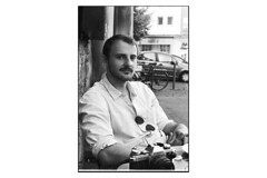 Portrait (tiltdesign2016) Tags: rolleirhsdc19 kodaktrix400 analogphotography bw wuppertal plustekopticfilm7600ise leicam2 canon50mmf14leicascrewmountltm portrait philipp miliascoffee