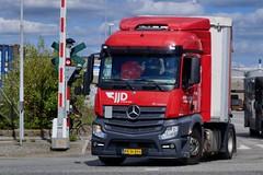 AN36894 (18.08.21, Østhavnsvej, Oliehavnsvej)DSC_8465_Balancer (Lav Ulv) Tags: 258782 jjd jørgenjensendistribution mercedesbenz actros actros963 actros1840 e6 euro6 4x2 2014 portofaarhus østhavnsvej oliehavnsvej truck truckphoto truckspotter traffic trafik verkehr cabover street road strasse vej commercialvehicles erhvervskøretøjer danmark denmark dänemark danishhauliers danskefirmaer danskevognmænd vehicle køretøj aarhus lkw lastbil lastvogn camion vehicule coe danemark danimarca lorry autocarra danoise vrachtwagen trækker hauler zugmaschine tractorunit tractor artic articulated semi sattelzug auflieger trailer sattelschlepper vogntog oplegger sættevogn