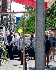 Choir with Yellow Balloon (CloudBuster) Tags: feestje 2019 juni 16 straatfeest party street spui iamsterdam amsterdam i city capital the netherlands history buildings public transport gvb tourism sightseeing clouds sunshine beauty visit tram zondagmiddag stad bezienswaardigheid man men women woman tramrails wolken lucht sky air zon people