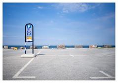 Low season buzz in Visby (leo.roos) Tags: carpark parkeerplaats visby ferry pont veerboot destinationgotland sonye heliosautowideangle128f28mm m42 a7 helios2828 madeinjapan swedengotlandspring2019 zweden darosa leoroos gotland