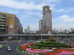 Shanghai. (VERUSHKA4) Tags: perspective canon asia chinese china ville city cityscape shanghai blossom architecture building window decor nature vue view road street sky ciel may flora fleur flower flowerbed beautiful travel tower outdoor spring springtime car rue prospect bridge