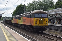 56302 and 56078 passing Durham (Tom 43299) Tags: train colasrail class56 56302 56078 durham durhamstation