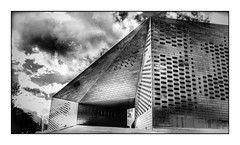 La MECA de Bordeaux (Jean-Louis DUMAS) Tags: bordeaux abstract abstrait abstraction architecture architect architecte architectural architecturale bâtiment building ciel sky city noir noiretblanc noretblanc black blackandwhite blackwhitephotos blackwhite nouvelleaquitaine