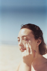 Catarina's curl (velvet shell) Tags: 35mm film photography color zenit kodak light girl beach db