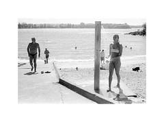 Shelly Beach, Sydney 2019  #873 (lynnb's snaps) Tags: 35mm cvultron35mmf2vintagemmo id11 ilfordhp5 leicacl manly bw blackandwhite film cvultron35mmf2vintagemmount leicafilmphotography sydney australia rangefinderphotography bianconegro blackwhite biancoenero bianconero blancoynegro noiretblanc schwarzweis monochrome ishootfilm filmfilmforever filmneverdie shellybeach shower boatramp swimmers