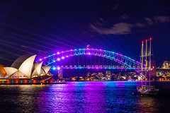 Light Harbour (Jared Beaney) Tags: canon canon6d australia australian travel photography photographer sydney harbour vividsydney sydneyoperahouse operahouse 2019 night newsouthwales mrsmacquarieschair views view sydneyharbourbridge bridge boat