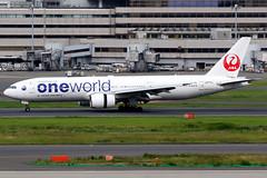 Japan Airlines | Boeing 777-200 | JA771J | oneworld livery | Tokyo Haneda (Dennis HKG) Tags: aircraft airplane airport plane planespotting oneworld canon 7d 100400 tokyo haneda rjtt hnd japanairlines jal jl japan boeing 777 777200 boeing777 boeing777200 ja771j