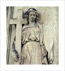 letzte Ruhe mit Kreuz und Palmzweig (Norbert Kaiser) Tags: sachsen saxony dohna friedhof cemetery grab grabstein grave gravestone skulptur kreuz palmzweig sandstein sandstone
