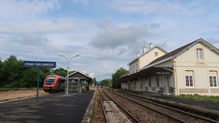 Etang (Jean (tarkastad)) Tags: france tarkastad gare station sncf train railway tåg ter