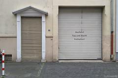 . ausfahrt freihalten (. ruinenstaat) Tags: tumraneedi ruinenstaat platzderaltensteine inruins bonn city town stadt fassade urban exploring