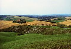 Toscana Hillscape (loksisixseven) Tags: cross landscape toscana