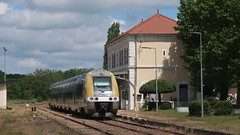 Corbigny (Jean (tarkastad)) Tags: france tarkastad gare station sncf train railway tåg ter