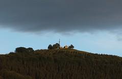 Nubarrón sobre la ermita de Sta. Marina de Arrola a las 06:45 (eitb.eus) Tags: eitbcom 26743 g1 tiemponaturaleza tiempon2019 paisajes bizkaia orozko arantzasanpedro