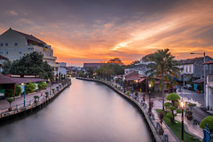 Melaka - Sunset on the River (Samuel Gmehlin) Tags: river sunset melaka malaysia southeastasia afterglow houses orange orangesky longexposure 马六甲 马来西亚 晚霞 日落 夕阳 河 东南亚 长曝光 馬六甲 夕陽 東南亞 馬來西亞 河邊 河边 nikond750