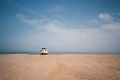 Dungeness (cranjam) Tags: ricoh gr1 gr1v film kodak ektar100 england inghilterra uk kent beach spiaggia sea mare dungeness boat barca