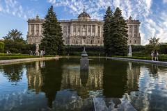 Palacio Real de Madrid, España (kike.matas) Tags: canon canoneos6d canonef1635f28liiusm kikematas palaciorealdemadrid madrid españa reflejos palacio arboles agua fuente nubes lightroom6