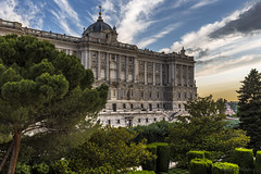 Palacio Real de Madrid, España (kike.matas) Tags: canon canoneos6d canonef1635f28liiusm kikematas palaciorealdemadrid paisaje palacio arboles jardines nubes atardecer madrid españa spain edificio lightroom6