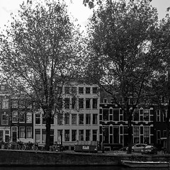 White House Canal and Trees (CloudBuster) Tags: iamsterdam amsterdam holland buldings canals sights sightseeing attractie stad city