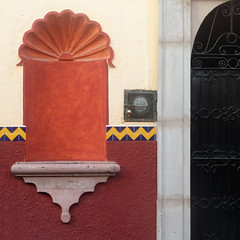 decorative shelf and door detail (msdonnalee) Tags: facade facciate fachada façade walldetail wallsofsanmigueldeallende entry doorway photosfromsanmigueldeallende mexico mexique mexiko shelf