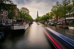 Prinsengracht strokes. (Emykla) Tags: amsterdam canal canale holland netherlands boat barca barche longexposure nikond3100 prinsengracht europa europe trail scia houses case alberi trees blue red blu rosso sunset tramonto colori colors