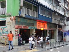 201905243 Hong Kong Central (taigatrommelchen) Tags: 20190522 china hongkong central urban city building restaurant storefront street