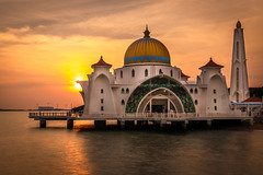 Mosque Catches the Sun (Samuel Gmehlin) Tags: mosque sunset orange orangesky malaysia southeastasia ocean water architecture building muslim 清真 清真寺 建筑 马来西亚 海洋 橘色 夕阳 日落 夕陽 建築 馬來西亞 馬六甲 马六甲 海边 海邊