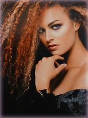Indecisione.. (antonè) Tags: modella ritratto poster pettinatura salonedibellezza elaborazioneantonè sassari sardegna viso donna woman antonè