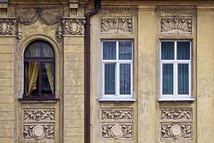 Behind the curtains (Rosetta Bonatti (RosLol)) Tags: poland polonia rosettabonatti roslol krakow cracovia street streetphotography building architecture architettura woman candid windows curtain