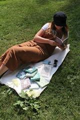 IMG_4167 (novellix juliaahl) Tags: linn läser sommar park grönt