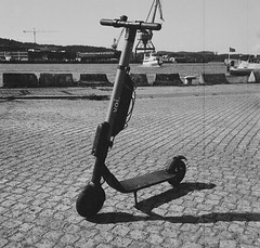 voi (rotabaga) Tags: blackandwhite bw 120 6x6 mediumformat göteborg lomo lomography sweden gothenburg sverige lubitel166 ilford svartvitt mellanformat bwfp