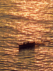 Shimmer (A. K. Hombre) Tags: silhouette boat sea water wasser gold shimmer goldenhour travel vacation telephoto batanes basco baluartebay sunset canon powershotsx530hs