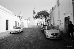 calle (markjwyatt) Tags: zeisscontaxiia voigtlanderscskopar21mmf4 ilford hp5 film monochrome queretaro mexico street paving cars people church cathedral tree