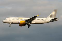 EC-JDK (PlanePixNase) Tags: aircraft airport planespotting bru ebbr brussels brüssel bruxelles zaventem airbus 320 a320 vueling