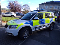 6404 - Cumbria Police - PX16 BXO - 101_2836 (Call the Cops 999) Tags: uk gb united kingdom great britain england 999 112 emergency service services vehicle vehicles cumbria police fire ambulance open day kendal saturday 27 october 2018 constabulary skoda yeti 4x4 px16 bxo policing law and order enforcement