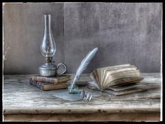Nostalgie (Istas Thérèse) Tags: livres lampe table nature morte hdr plume encrier lunettes