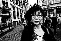Street Femme! (Victor Borst) Tags: street streetphotography streetlife reallife real realpeople asian asia asians faces face candid travel travelling trip traveling traffic urban urbanroots urbanjungle blackandwhite bw mo mono monotone monochrome fuji fujifilm xpro2 expression expressions city cityscape citylife beautiful beauty woman lady female brussels brussel bruxelles