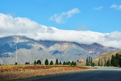 // (Hard to be a girl.) Tags: paisaje tierra sur patagonia chubut camino ruta nubes montañas sierras landscape south road trip route clouds mountain