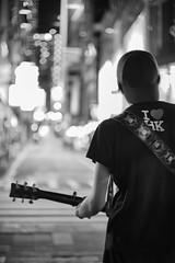 Street Artist - Oliver Ma (von Calven Lee) Tags: blackandwhite hongkong lkf central leica leicam10p 11114 summilux 50mm streetartist artist