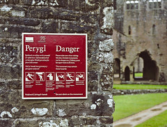 Do Not Climb On The Monument (Steven Tyrer) Tags: tinternabbey southwales monument cadw abbey church derelict history sign sonya6000