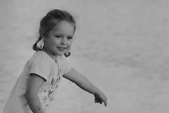 Look at that / Посмотри (Boris Kukushkin) Tags: street photo girl water emotion bw уличная фотография девочка вода эмоция чб portrait