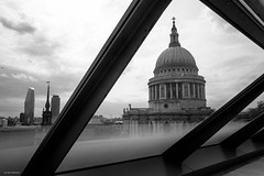 St Pauls Framed (Silver Machine) Tags: london stpauls stpaulscathedral architecture glass cityscape city cathedral mono monochrome blackwhite bw fujifilm fujifilmxt10