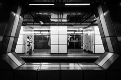 Beinbruch ... (Klaus Wessel) Tags: olympus omd hamburg jungfernstieg ubahn bahnhof mensch street streetlife monochrome blackwhite bw sw