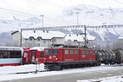 20101130 012 Samedan. 706 (15038) Tags: railways trains switzerland rhaetianrailway rhätischebahn ferroviaretica viafierretica rhb ge66ii electric locomotive samedan 706