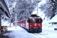 20101130 006 Bergün. 632 Train RE1121, 07.58 Chur - St Moritz (15038) Tags: bergün railways trains switzerland rhaetianrailway rhätischebahn ferroviaretica viafierretica rhb ge44ii electric locomotive 632