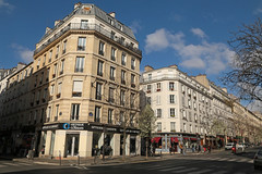 Avenue Parmentier - Paris (France) (Meteorry) Tags: europe france idf îledefrance paris avenueparmentier parmentier ruejeanpierretimbaud street rue streetscene corner coin facade façade traffic circulation morning matin march 2019 meteorry