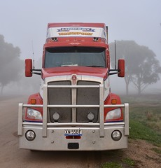 Lindsay (quarterdeck888) Tags: trucks truckies transport australianroadtransport roadtransport lorry primemover bigrig overtheroad class8 heavyvehicle highway road truckphotos nikon d7100 movingtrucks jerilderietrucks jerilderietruckphotos quarterdeck frosty expressfreight generalfreight logistics overnightfreight highwayphotos semitrailer semis semi flickr flickrphotos australiantrucks fog heavyfog parkingbay lindsay lindsays lindsayaustralia lindsaytransport lindsaybros maxicube fridgevan bdouble kenworth australiankenworth t610 t610aero 610 kenwortht610